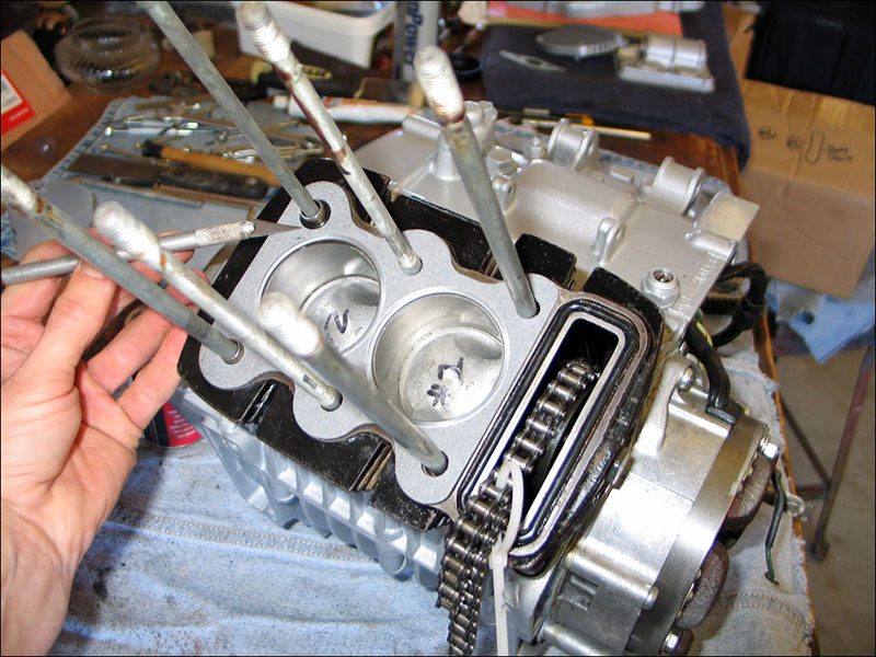 honda benly ca95 engine assembly timing fourwheelforum the ca95 timing gear only goes on one way as you can see the two bolts at the bottom are closer together then they are to the top one